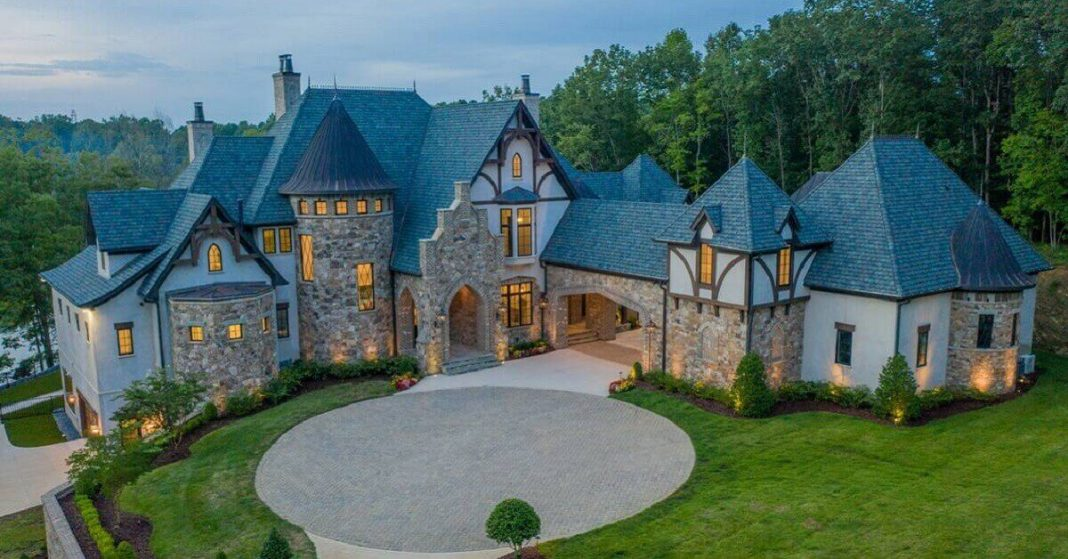 Caroline Panthers' McCaffrey Purchases A Lake-Side Mansion In Mooresville