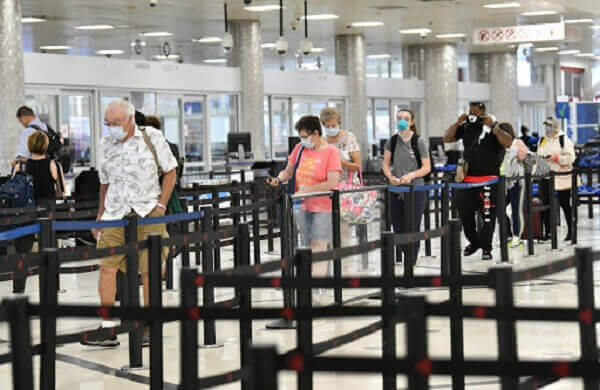 ravelers Passed through Security on Airports Across the US on Christmas