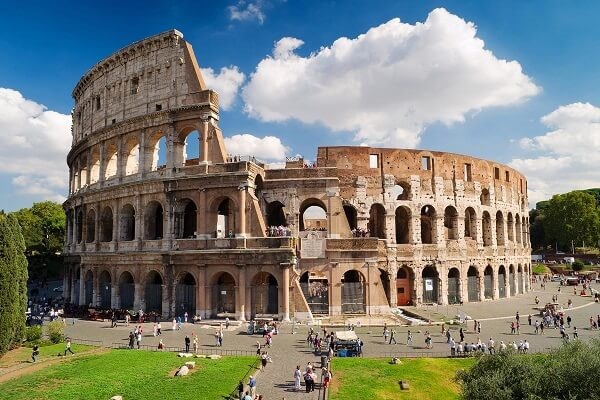 Rome usually becomes the center of attraction for tourists during the Christmas Holidays