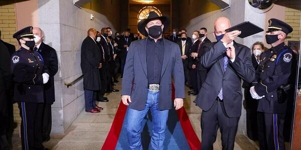 Garth Brooks Sings AMAZING GRACE At Biden's Inauguration