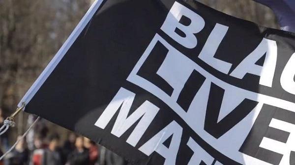 Burning 'Black Lives Matter' flag