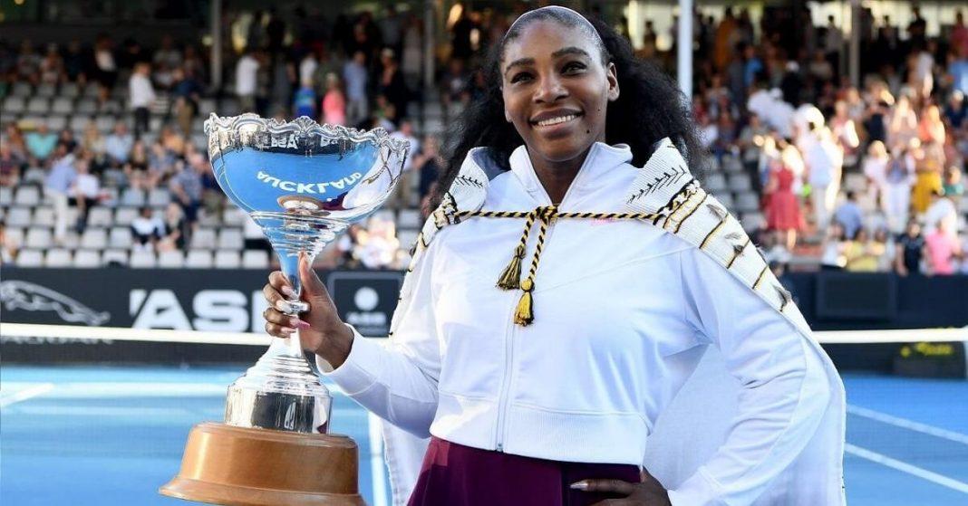 Serena Williams advances at Australian Open