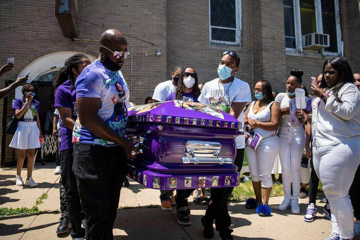 """Chicago police officer placed on administrative duty after killing a 13-year-old in """"armed confrontation"""""""