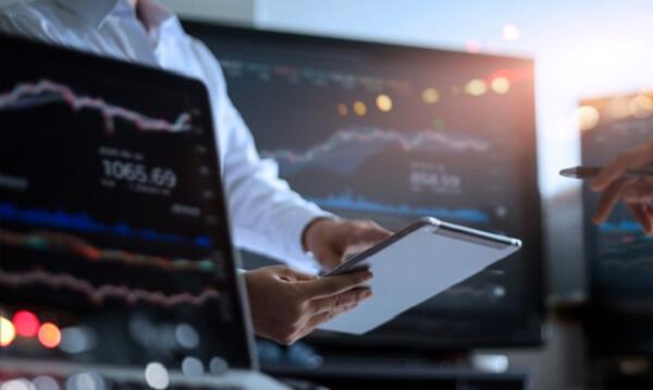 How do beginners make money in the stock market