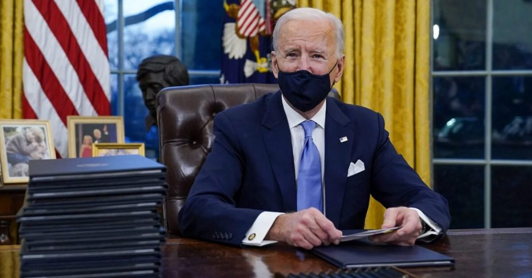 President Biden signs executive order to extend student federal loan payments