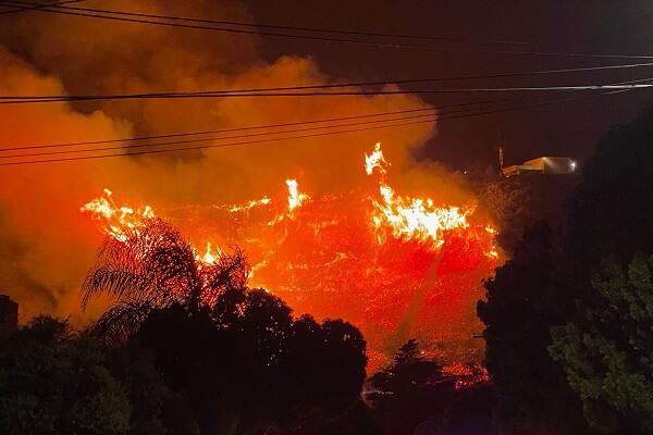 Firefighters battle blazing Santa Barbara fire