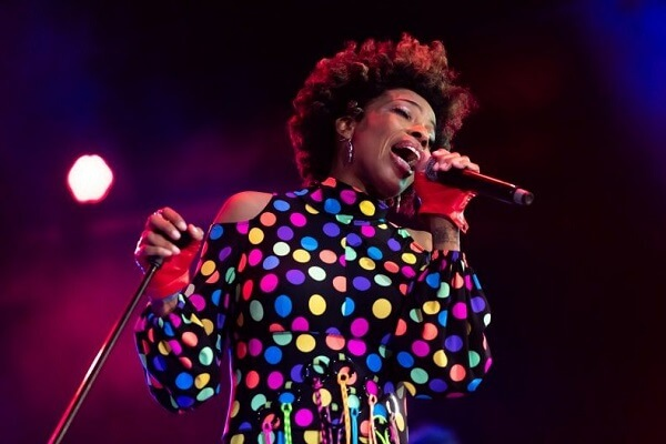 Macy Gray says US Flag Doesnt Reflect All of US and Should Be Changed 1