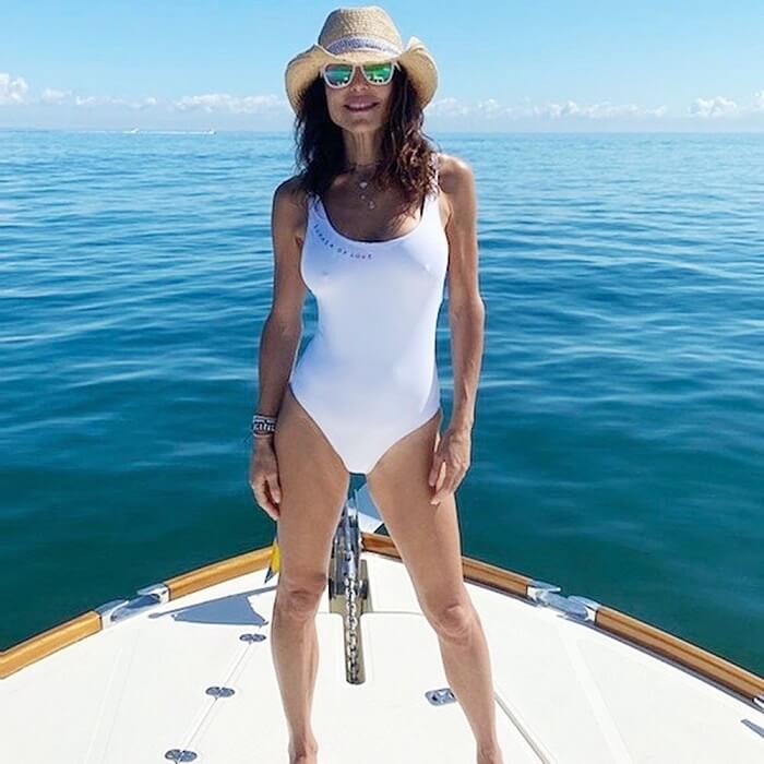 Bethenny Frankel soars up the sizzle meter with her new body clinging swimsuit1