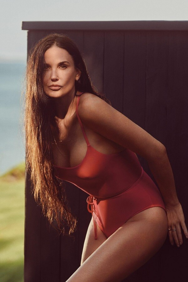 Demi-Moore-in-One-Piece-Bathing-Suit