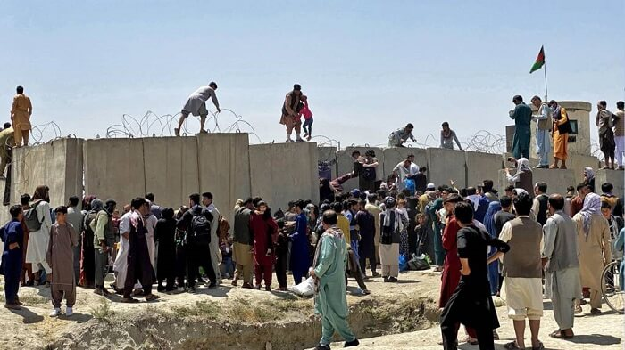 Desperate attempts to leave Kabul