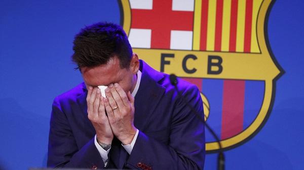Messi crying at Barcelona farewell