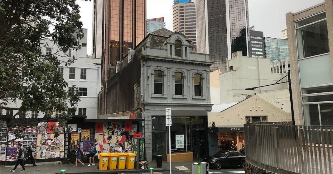 Police shot an attacker in Auckland, supermarket