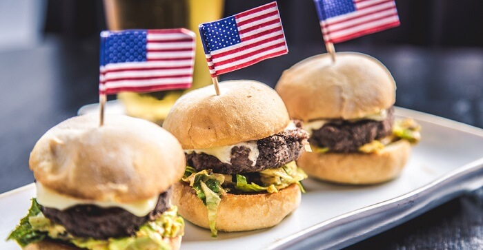 Which restaurants will be operating on Labor Day