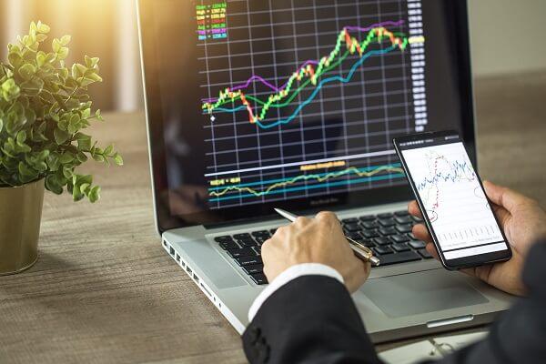 online-trading-making-trade-banker-investor-phone-laptop